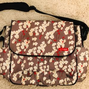 Skip Hop Pre-owned Diaper Bag Cherry Blossom Brown